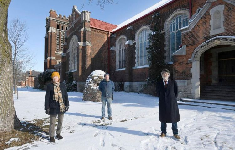 St. Giles neighbours photographed at 85 Holton Ave S by Cathie Coward for the Hamilton Spectator, winter 2021