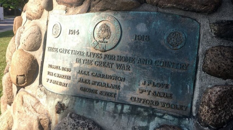 Removed heritage feature: St. Giles WW1 plaque on War Memorial cairn at 85 Holton Ave S